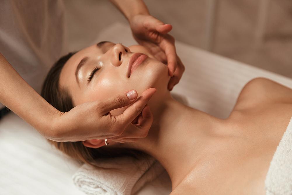 certificat cadeau et forfait esthétique pour facial, soin des yeux, soins des mains et massage - centre d'esthétique rive-sud de Montréal, Longueuil